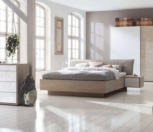 תמונה: מיטה יוקרתית בשילוב שידות 2