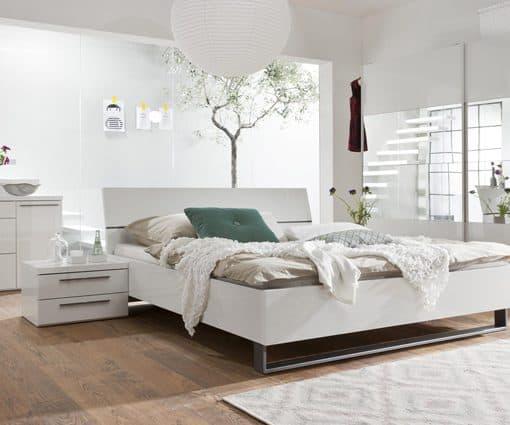 תמונה: מיטה יוקרתית עם ארגז נסתר